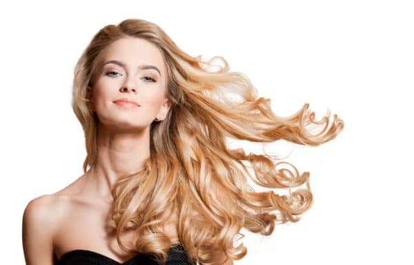 Blondes Model mit Softclick Extensions