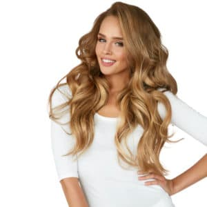 Blondes Model mit Tape Extensions von gobella